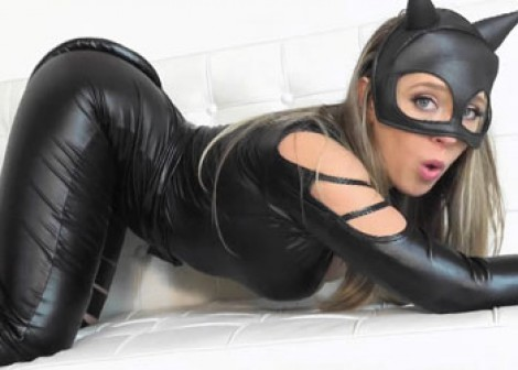 Catwoman Kagney strips and masturbates