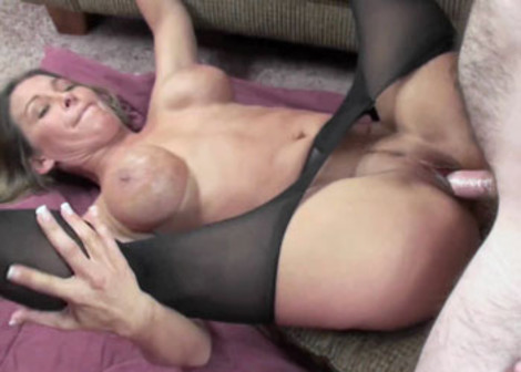 Leeanna gets laid in her torn pantyhose